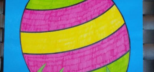 Paasei in het gras